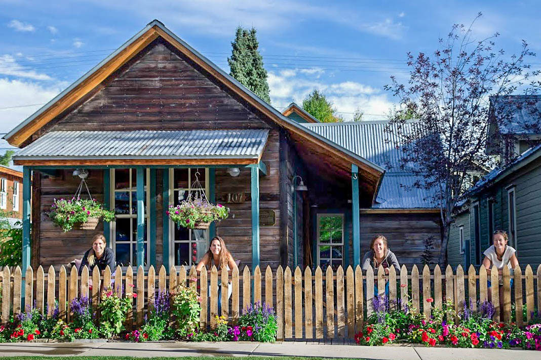 Crested butte wildflower landscapes crested butte 39 s best for Green landscape design
